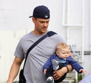 Josh Duhamel ou le porter de bébé en boule en 2014.