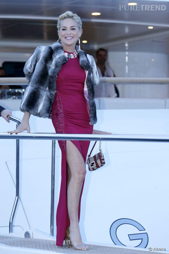 Sharon Stone fait son show sur le yacht de Roberto Cavalli à Cannes le 20 mai 2014.