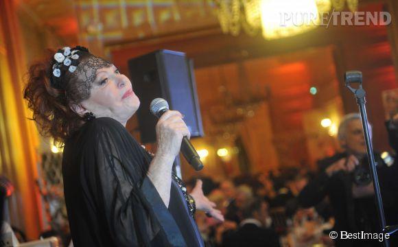 Régine lors de sa soirée de gala Les guinguettes de Régine, en faveur de l'ONG Les puits du désert, le 19 novembre 2013.