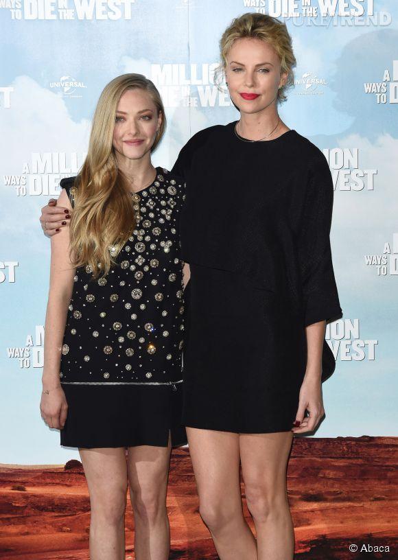 Charlize Theron et Amanda Seyfried deux bombes hollywoodiennes à l'avant-première d'Albert à l'ouest, à Londres le 27 mai 2014.