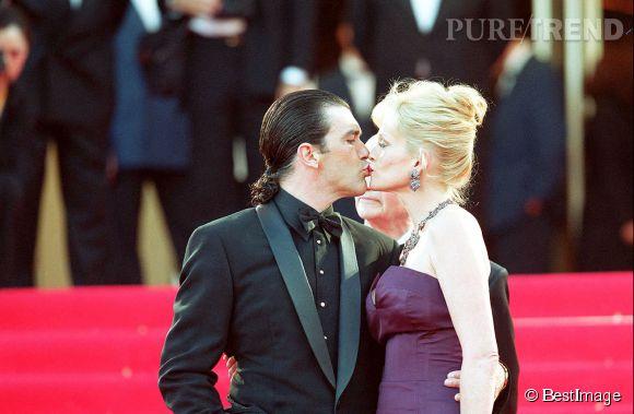 Antonio Banderas et Melanie Griffith s'embrassent passionnément au Festival de Cannes en mai 2001.