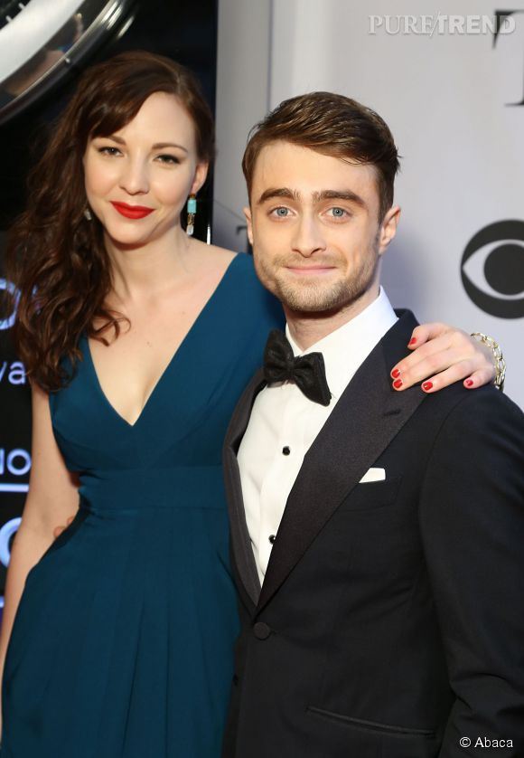 "Daniel Radcliffe et Erin Darke, rencontrés sur le tournage de ""Kill Your Darlings"" officialise leur relation sur le tapis rouge des Tony Awards 2014."