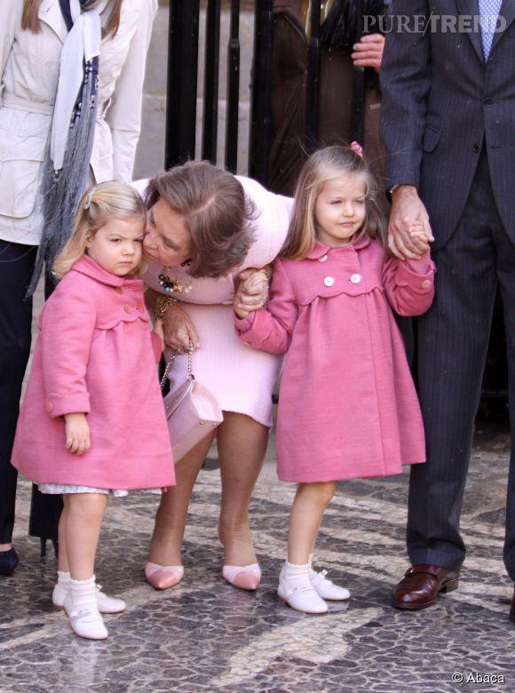 Sofia et Leonor d'Espagne à Palma de Majorque pour la messe de Pâques en avril 2010.