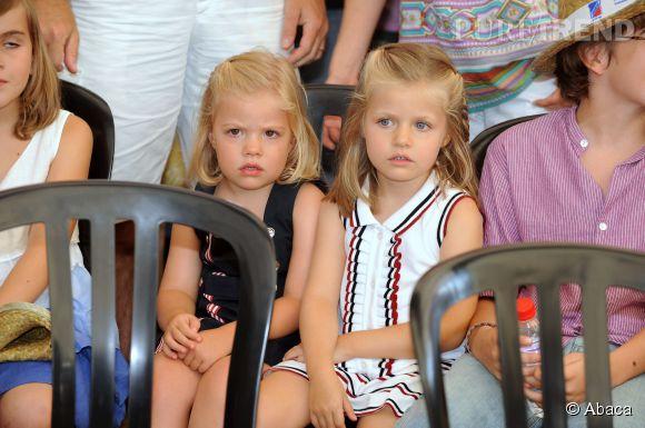 Sofia et Leonor d'Espagne en vacances à Palma de Majorque en août 2010.