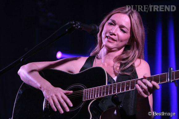 Hélène Rollès en 2012, chantant à l'Olympia.