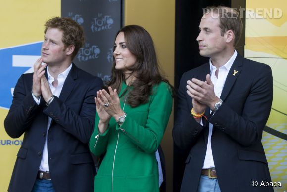Le Prince Harry, Kate Middleton et le Prince William au départ du Tour de France 2014 à Harrogate en Angleterre le 5 juillet 2014.