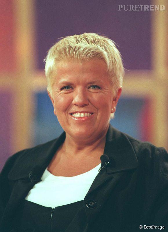 Mimie Mathy La Coupe En Brosse Typique Des 90s Pour Vivement