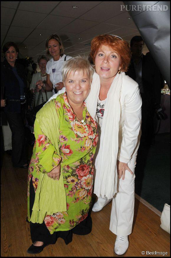 Mimie Mathy et une collègue de TF1 : Véronique Genest en 2008.