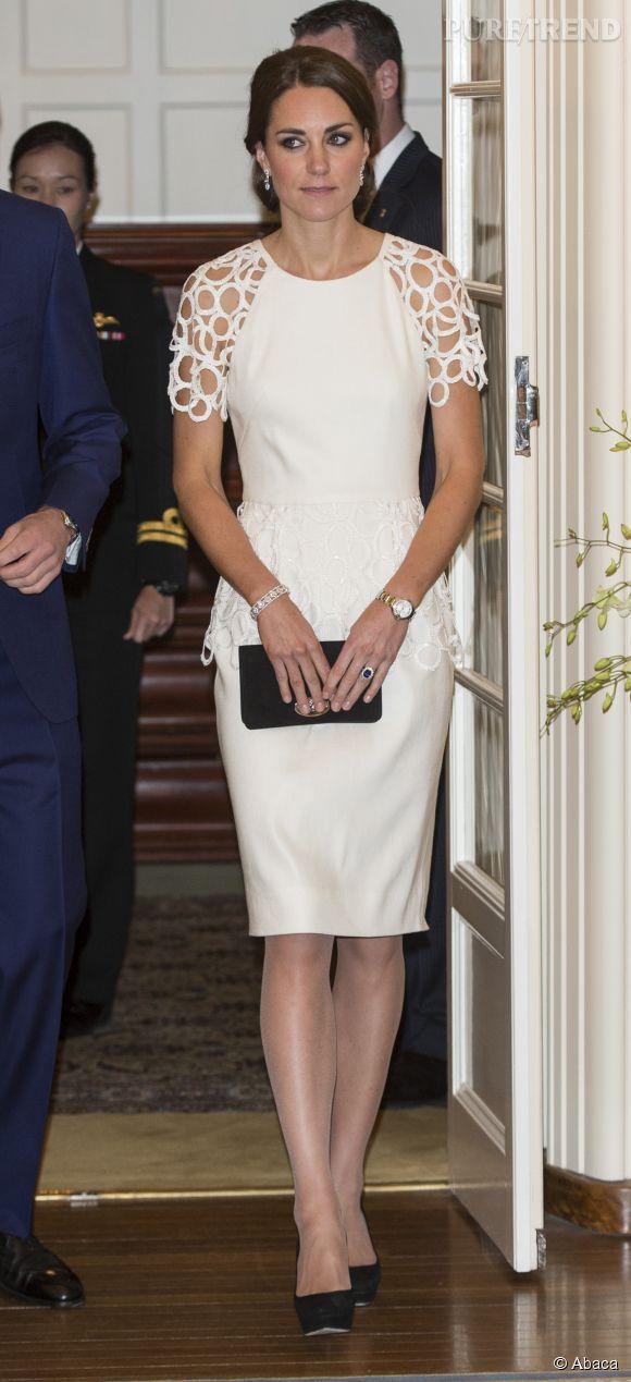 2109a8bfd5b Kate Middleton trouve également des robes d  039 été tendances pour ses  soirées chic