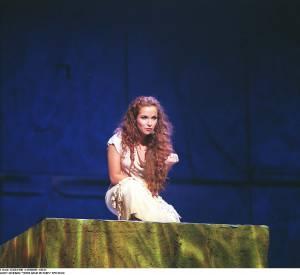 """Hélène Segara dans la comédie musicale """"Notre dame de Paris"""". C'est à cette époque lque a belle s'est faite connaitre. Aujourd'hui, elle a toujours autant de fans, pressés de la revoir sur scène."""