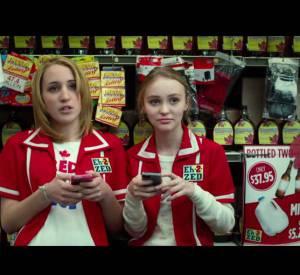 Voici la bande annonce du film Tusk de Kevin Smith, à 0:51 secondes, Lily-Rose fait une apparition.