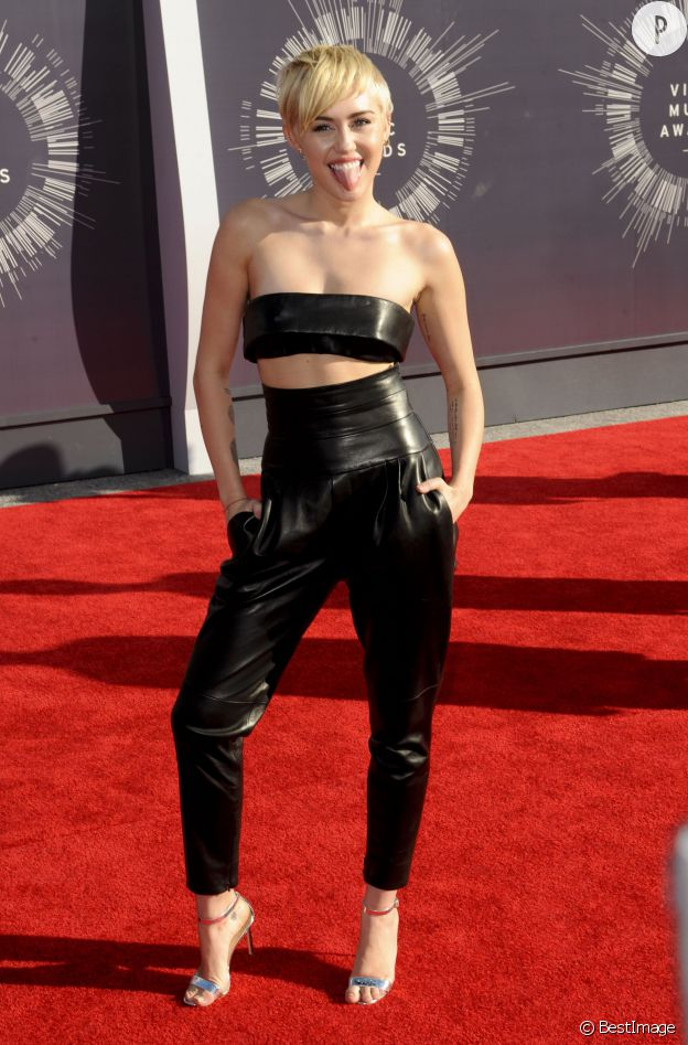 Miley Cyrus aux MTV Video Music Awards 2014.