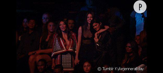 Les trois soeurs Jenner-Kardashian dansant ensemble aux MTV VMA 2014.