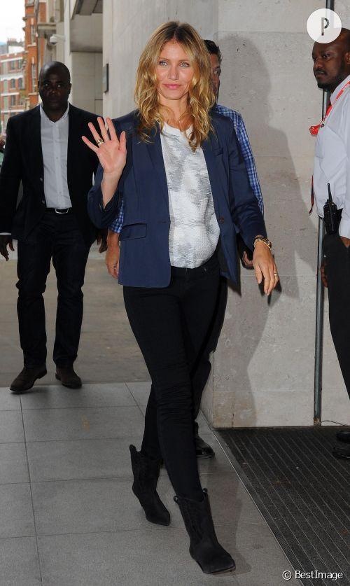 Cameron Diaz de passage à la  BBC Radio 1  façon working girl chic et tendance à Londres, le 3 septembre 2014.