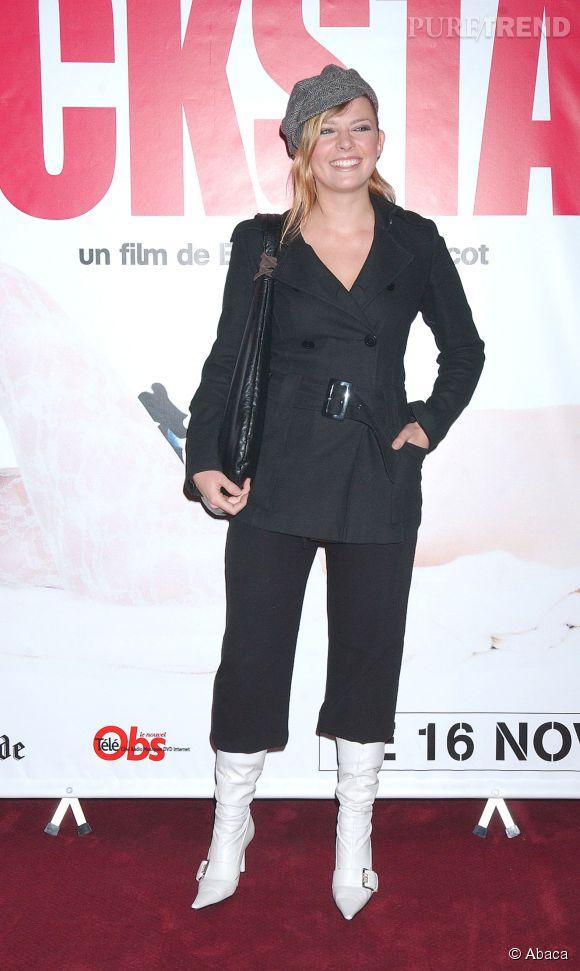 Elodie Frégé, le célèbre combo (flop) pantalon court et bottines hautes en 2001.