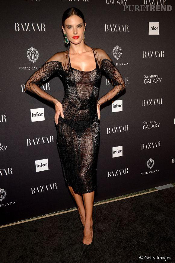 Alessandra Ambrosio très dénudée lors de la soirée Harper's Bazaar Icons à New York.