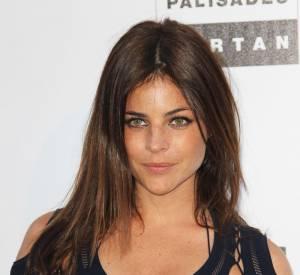 Julia Restoin Roitfeld est la fille de Carine Roitfeld, ex rédactrice en chef du Vogue Paris.
