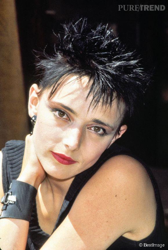 """Jeanne Mas, c'est un look tellement 80's et des tubes comme """"Toute première fois"""" et """"En rouge et noir""""."""