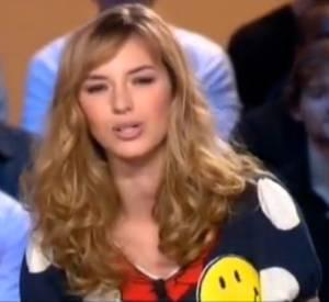 Louise Bourgoin lors de la présentation de la météo à son époque de Miss sur Canal+.