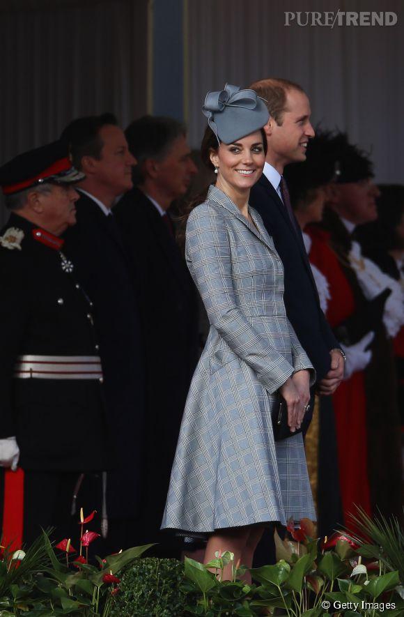Kate Middleton est de retour. Très souriante, elle renoue avec sa vie publique... Enfin la fin des nausées pour la future maman ?