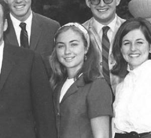 Hillary Clinton en 1968 (avec le serre-tête blanc) lors de son stage au Capitol.
