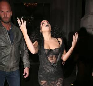 Lady Gaga : seins à l'air et sourcils rouges, c'est Halloween avant l'heure