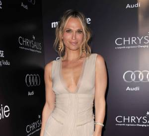Molly Sims, très copine avec Jennifer Aniston, est aujourd'hui maman, au grand désespoir de cette dernière...