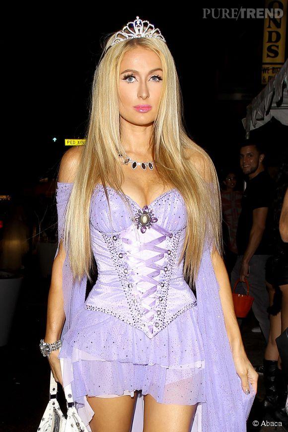 Décolleté pigeonnant et micro-jupette, Raiponce est une vraie coquine dans le monde joyeux de Paris Hilton.