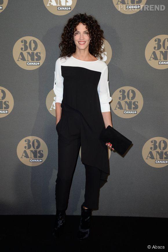 Linda Hardy à tomber dans sa combi à la soirée des 30 ans de  Canal+  au Palais de Tokyo à Paris le 4 novembre 2014.
