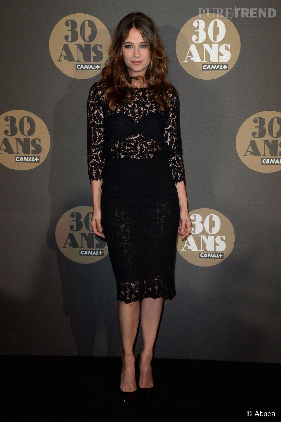 Transparence également pour Mélanie Bernier à la soirée des 30 ans de  Canal+  au Palais de Tokyo à Paris le 4 novembre 2014.