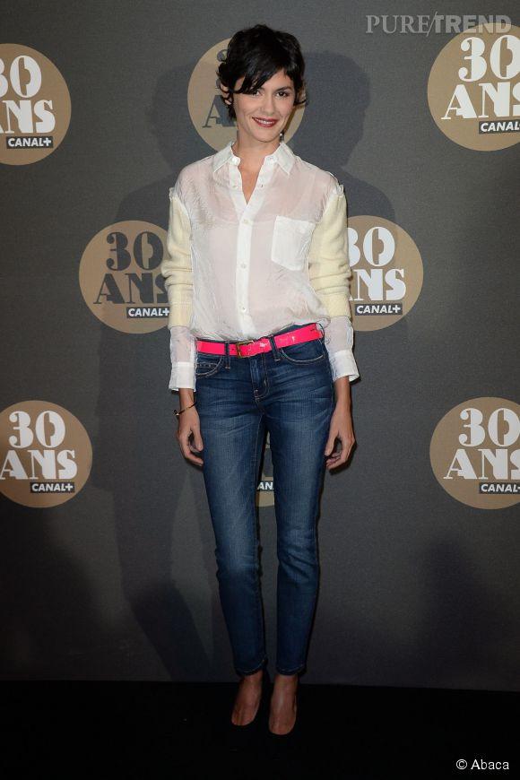 Frileuse, Audrey Tautou mise sur un débardeur sous sa chemise à la soirée des 30 ans de  Canal+  au Palais de Tokyo à Paris le 4 novembre 2014.