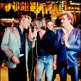 """Johnny Hallyday, Gérard Depardieu et Eddy Mitchell sur le plateau de l'émission """"Palmarès 80"""" en 1980."""