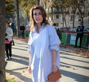 Mademoiselle Agnès serait-elle sortie uniquement avec une chemise d'homme lorsqu'elle est arrivée au défilé Loewe Printemps-Été 2015 ?