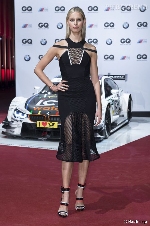 Karolina Kurkova et sa robe ajourée. Sexy.
