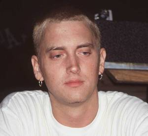 Il y a tout juste dix ans, en 2004, Eminem avait quelques kilos en plus et le visage moins marqué. Pour ceux qui connaissent son parcours, la drogue l'a transformé.