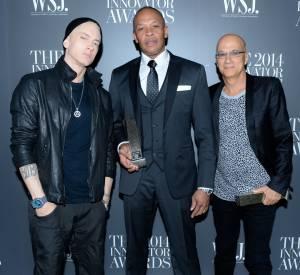 Eminem avec Dr. Dre et Jimmy Iovine. Le rappeur est apparu pâle et en petite forme.