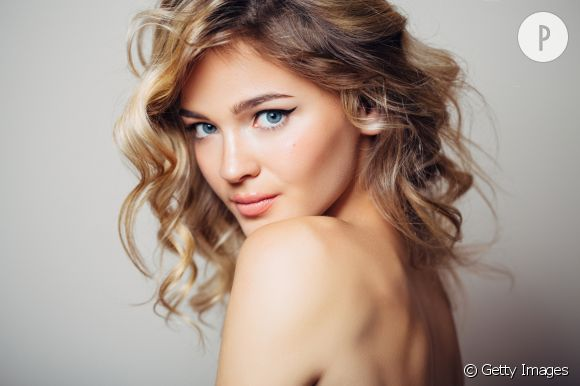 Coloration marron chocolat sur cheveux blond