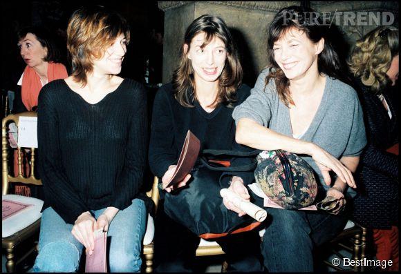 Kate Barry, entourée de Charlotte Gainsbourg et de Jane Birkin en 1997.
