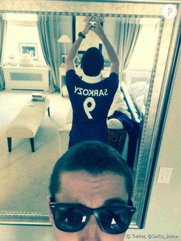 @Sarko_Junior, le roi des selfies.
