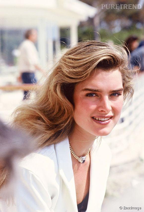 Brooke Shields en 1989 :  sur une plage lors du Festival de Cannes, la belle capte l'objectif.