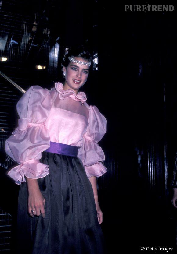 Brooke Shields en 1981 :  un look années 80 pur jus qui ne réussit pas à ternir la beauté de la belle.