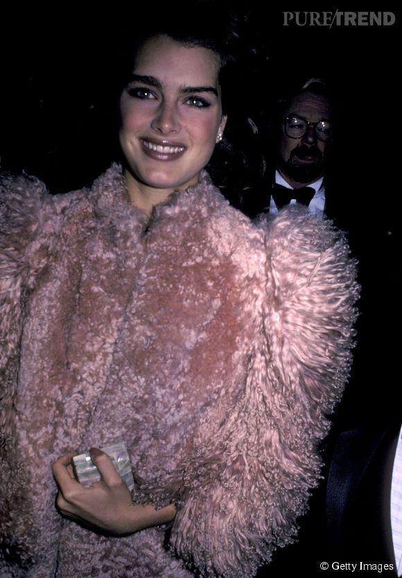Brooke Shields en 1983 :  même dans une veste en moumoute rose, Brooke reste canon.