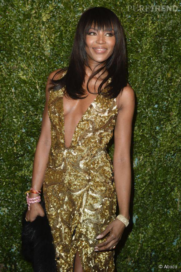 Naomi Campbell sexy en diable aux Evening Standard Theatre Awards, le 30 novembre à Londres.