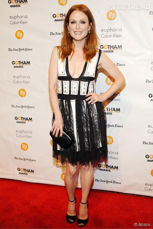 Julianne Moore, sexy avec son décolleté XXL aux Gotham Independant Film Awards 2014.
