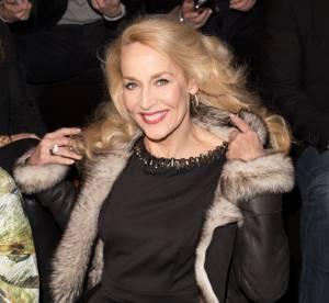"""Jerry Hall : à 58 ans, elle trouve la chirurgie esthétique """"pathétique"""""""