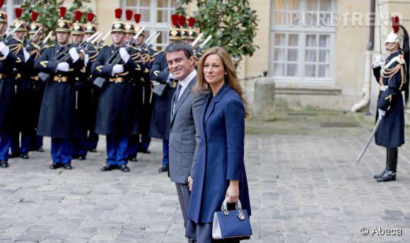 Manuel Valls et Anne Gravoin reçoivent le roi de Suède à Matignon.