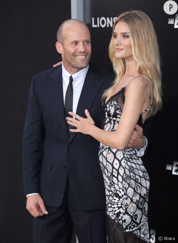 Rosie Huntington-Whiteley était venue soutenir son homme, Jason Statham, lundi 11 août 2014 à L.A. Et vu le sourire qu'il affiche, l'acteur n'est pas peu fière de sa petite amie!