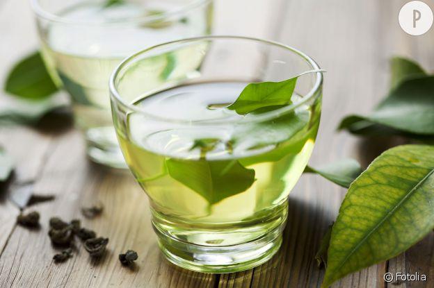 Le thé vert est un excellent drainant et permet de lutter contre la rétention d'eau.