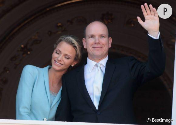 La princesse Charlene et le prince Albert de Monaco ont accueilli un petit garçon prénommé Jacques et une petite fille prénommée Gabriella. Les jumeaux sont nés ce 10 décembre 2014.