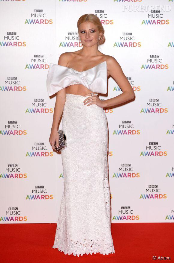 Pixie Lott est à tomber dans son ensemble bustier aux BBC Awards 2014 à Londres le 11 décembre.